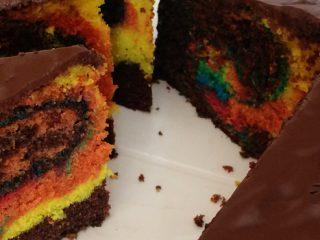 Regenbogen Marmorkuchen mit Lebensmittelfarben