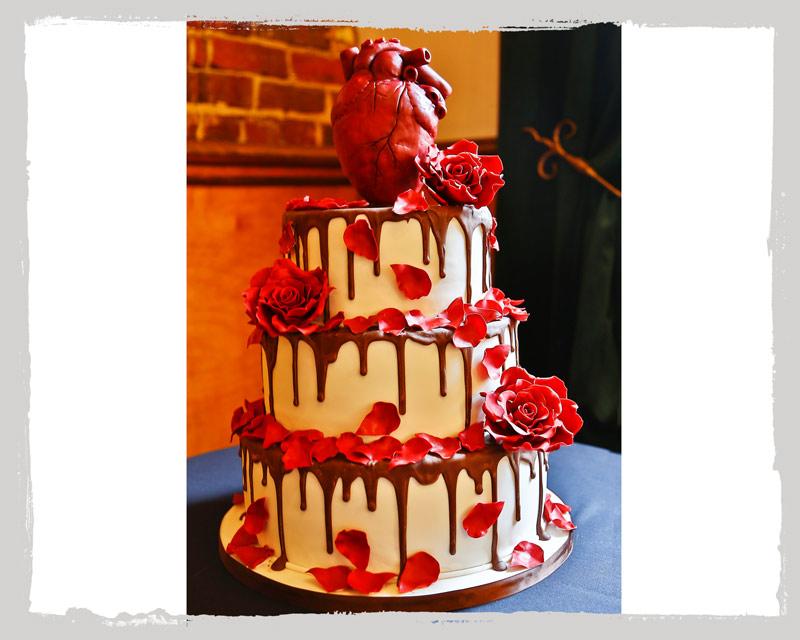 Kuchen mit Herz und Rosen