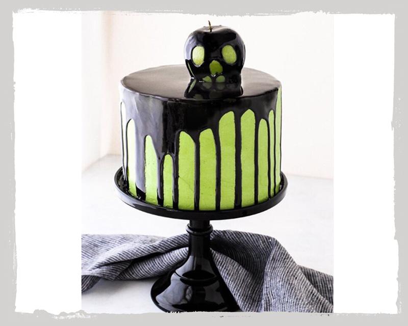 Grüner Hexenkuchen mit Apfel